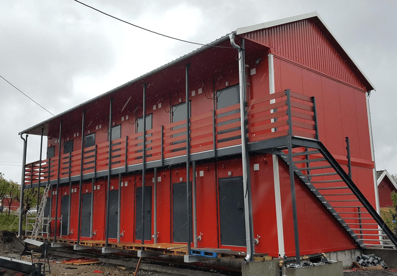 Norwegia / Konstrukcja zadaszenia i podestu pod kontenery